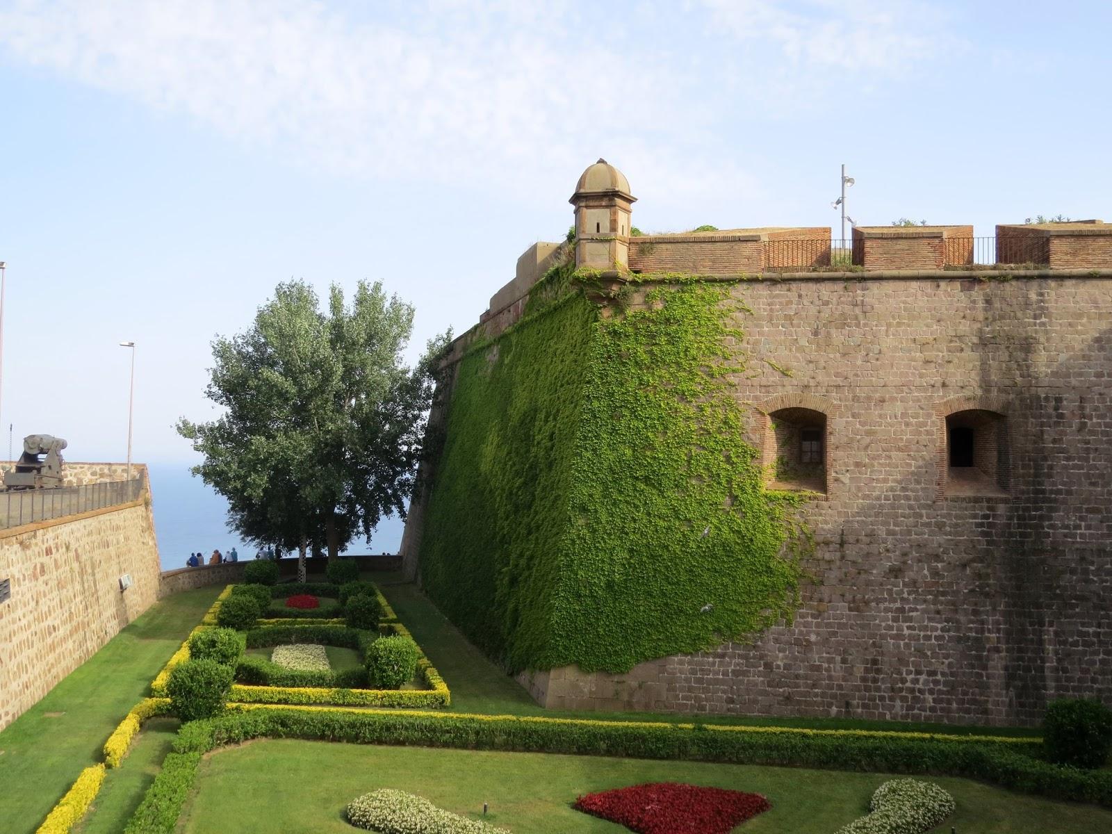 Vista externa do castelo de Montjuic