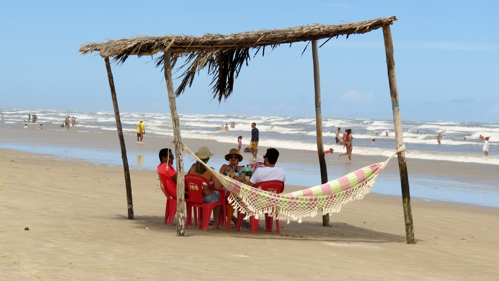 Tenda na praia de Mangue Seco Bahia