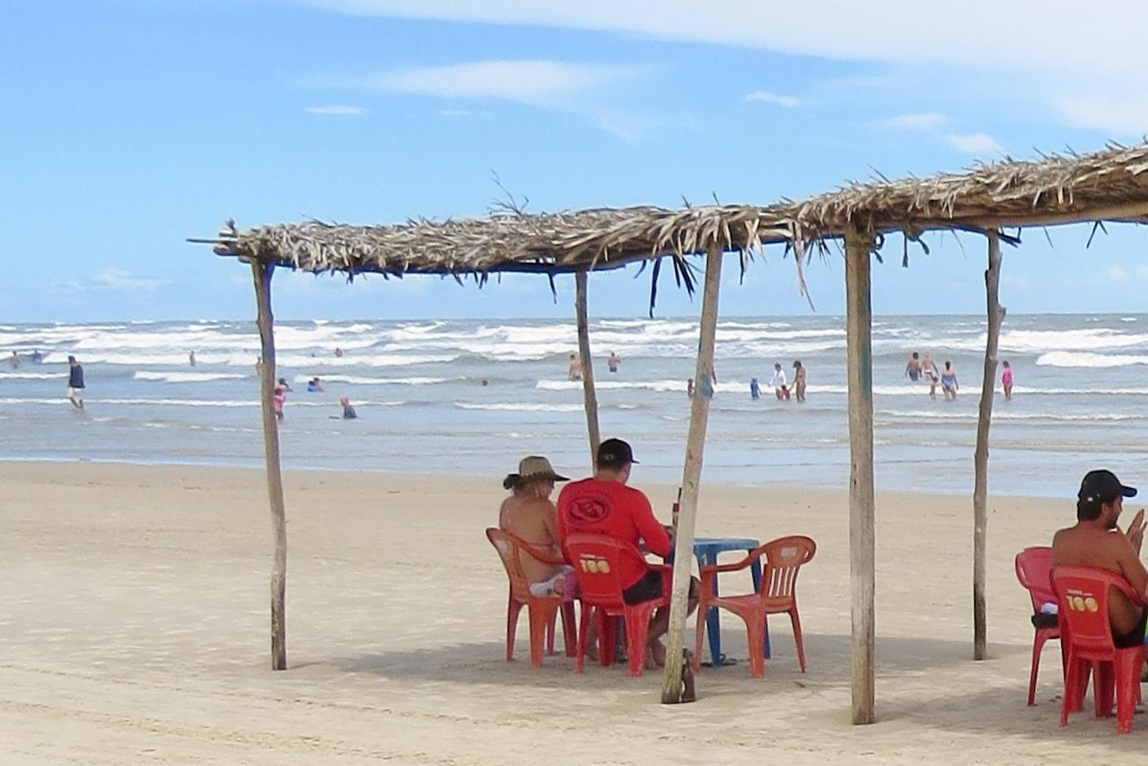 Barracas na praia de Mangue Seco