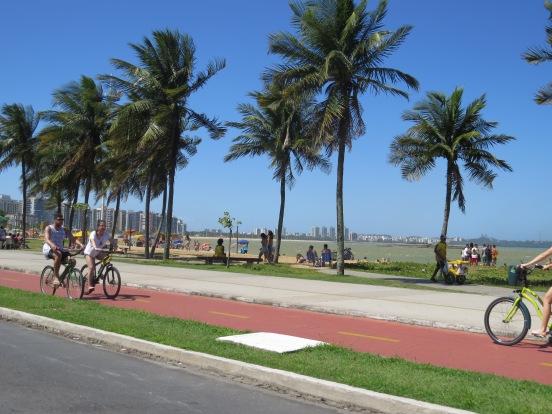 praia-camburi-calcadao