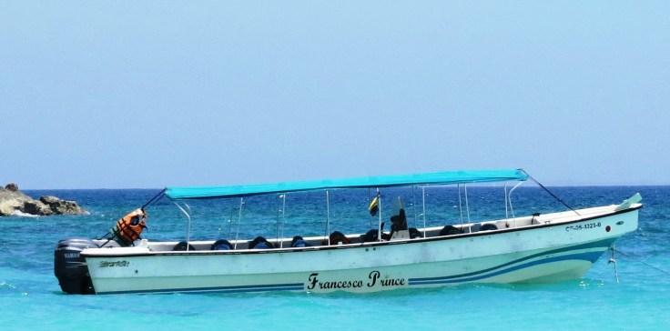 barco que faz transporte entre Cartagena e Playa Blanca
