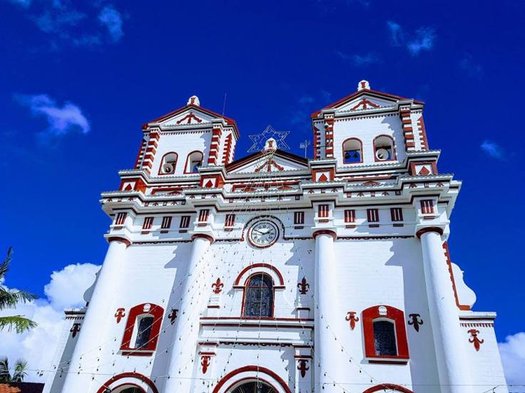 fachada externa igreja de Guatapé