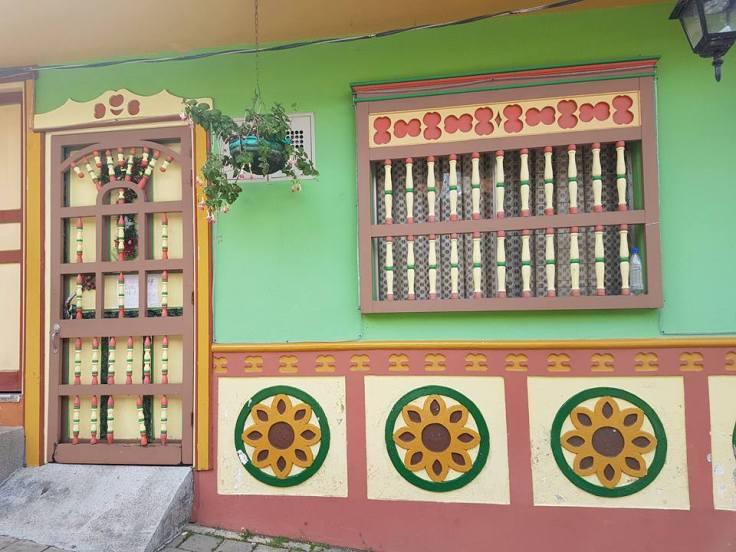 Casa com desenhos de zócalos em Guatapé