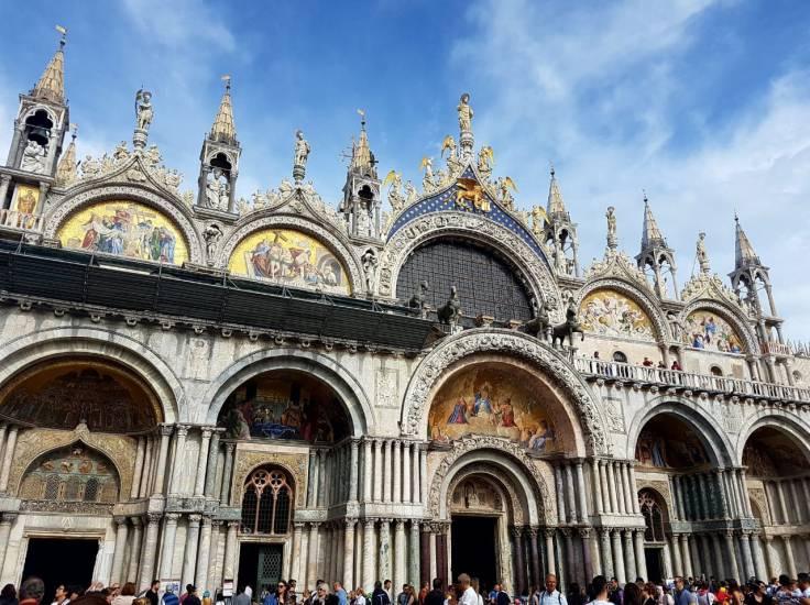 veneza-basilica-são-marcos-fachada-dia