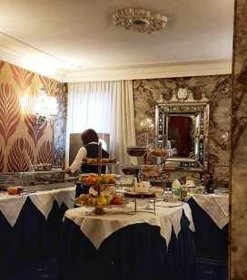 veneza-hotel-montecarlocafe-da-manha