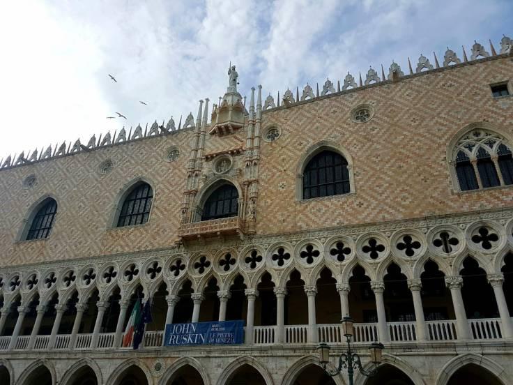 veneza-palazzo-ducalae-fachada
