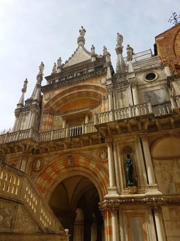 veneza-palazzo-ducale-detalhe-fachada