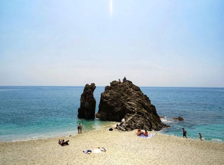 Praia em Monterosso é ampla