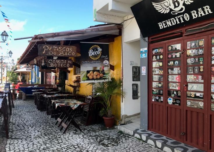 Beco das Garrafas concentra restaurantes e bares