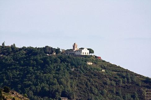 Riomaggiore,_Santuario_della_Madonna_di_Montenero,_visto_da_Corniglia