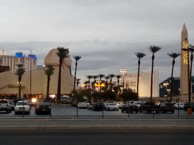 Strip avenida que concentra hotéis cassinos em Las Vegas