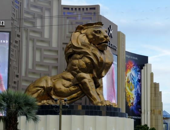 escultura do leão no hotel MGM las Vegas