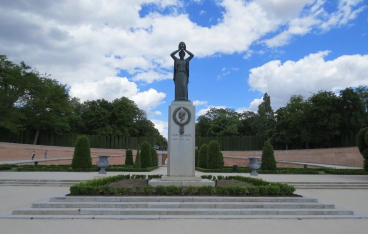 parque-del-retiro-jardim-paterre-escultura