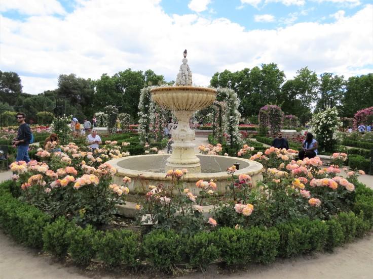 parque-del-retiro-rosaleda-fonte