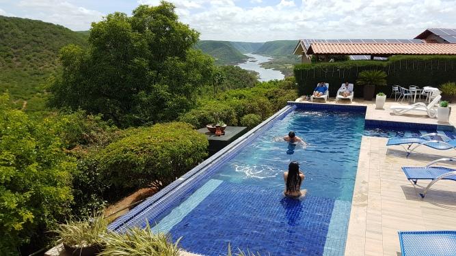 Pedra-do-sino-hotel-vista-piscina