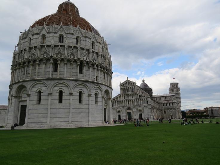 Batistério de Pisa na Piazza dei Miracoli