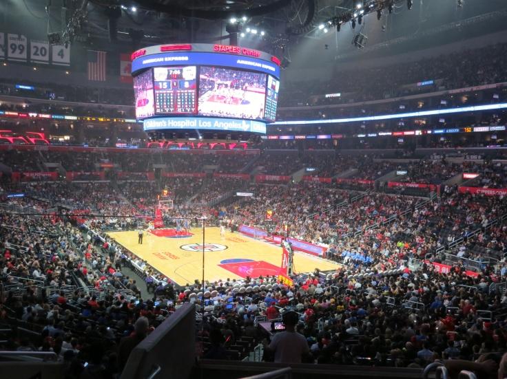 Jogo de basquete no Staples Center Los Angeles