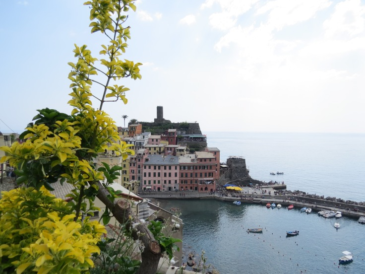 Vista da aldeia e porto de Vernazza
