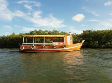 península-de-maraú-barco-rio-acaraí