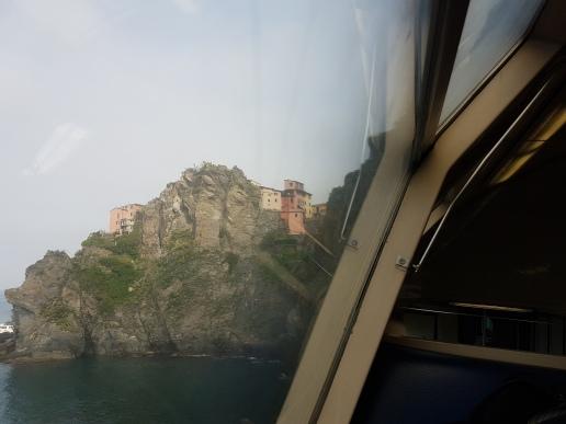 Imagem da janela do trem de La Spezia para Cinque Terre