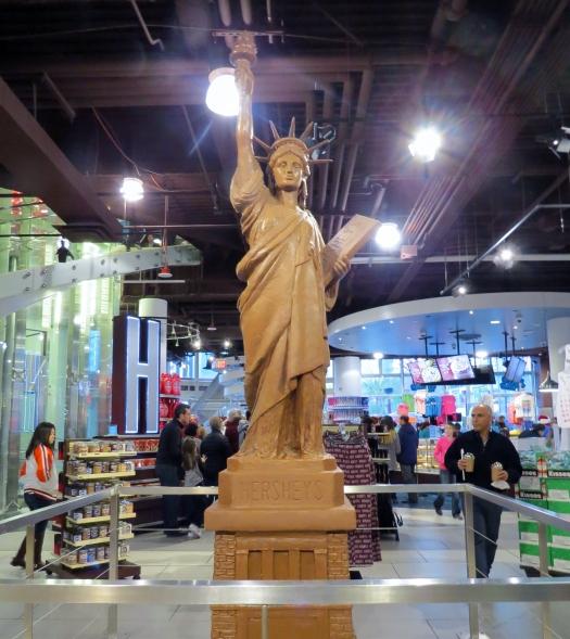 Réplica da Estátua da Liberdade feita de chocolate no hotel New York Las Vegas
